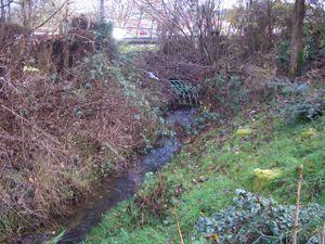 Der Hämmerbach fließt unter der B237 her. Früher wie heute.