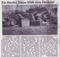 Zeitung: Ein Haufen Steine blieb vom Denkmal.